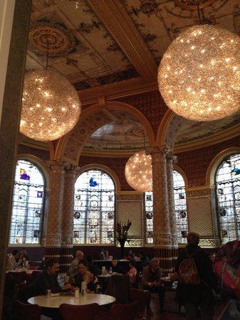 V&A  - Victoria and Albert Museum : 美しいカフェ