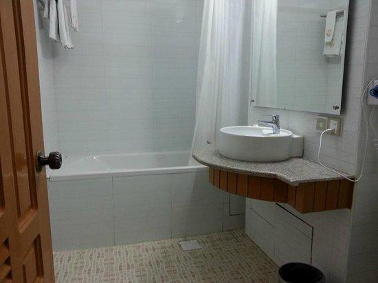 Hotel Yadanarbon: ห้องน้ำสะอาด