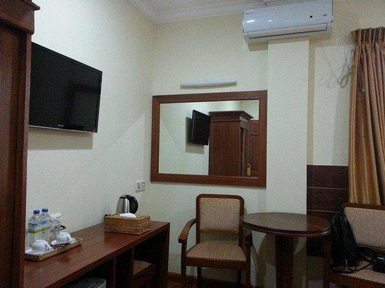 Hotel Yadanarbon: ห้องสะอาด มี TV