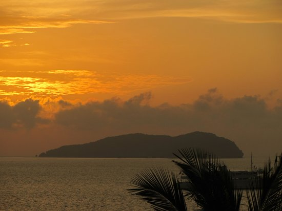Sutera Harbour Resort (The Pacific Sutera & The Magellan Sutera): sunset from the room balcony