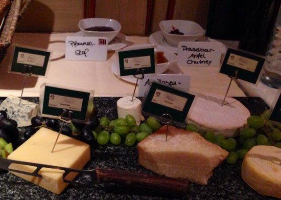 Hotel Madlochblick: Cheese buffet