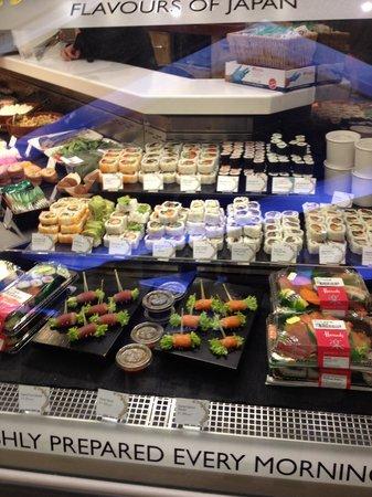 Harrods : 中には手巻き寿司まで…少々値が張りますが。