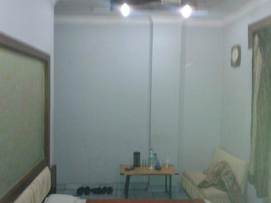 Hotel Maanvi : Non AC Bedroom