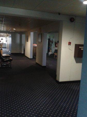 Ambassador Hotel: холл 8 этажа