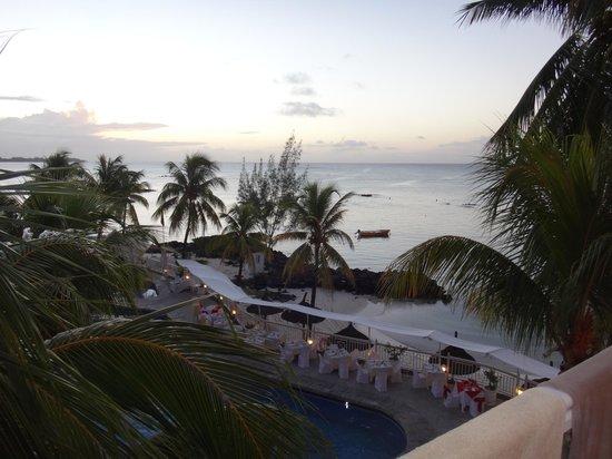 Merville Beach Hotel: coucher de soleil vue de la chambre