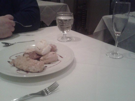 Hart House Restaurant: Beautiful dessert to share, and that dang empty wine glass, throughout the whole meal.
