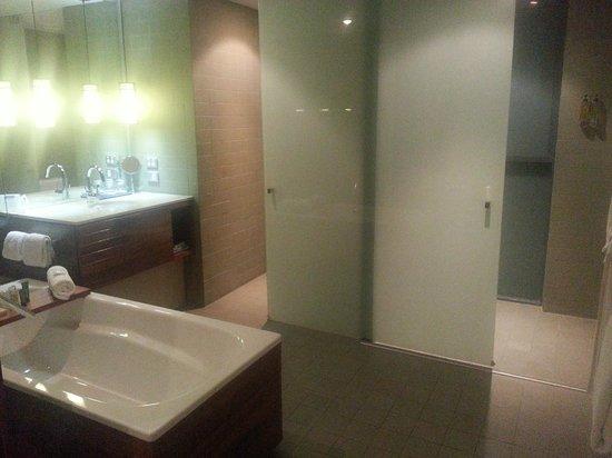Hilton Fiji Beach Resort & Spa : Bathroom of 1 bedroom