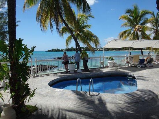 Merville Beach Hotel: piscine enfant (vue du bar)
