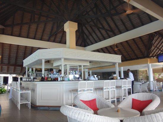 Merville Beach Hotel: la bar ( cocktail excellent)