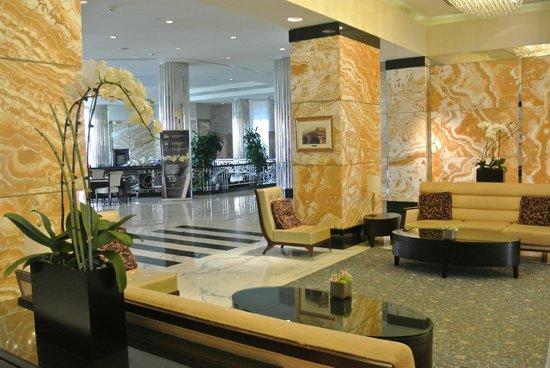 InterContinental Abu Dhabi: Лобби