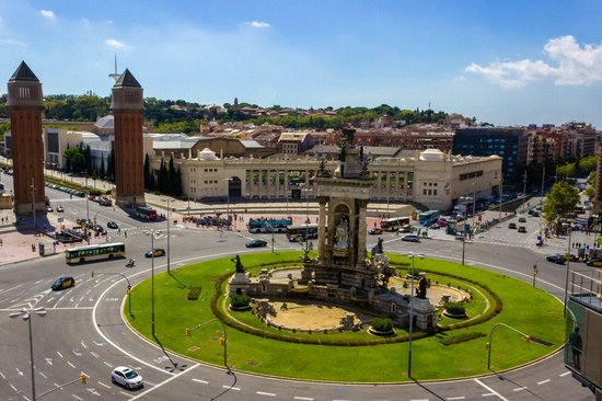 Placa Espanya : Placa España! Sunny day in Barcelona! A must see city!