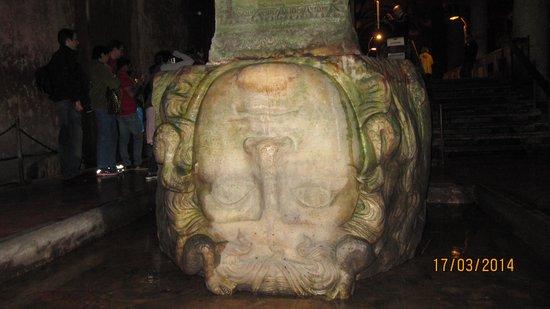 Basilica Cistern: Медуза Горгона