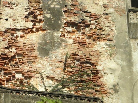 Sinking Bell Tower: brickwork