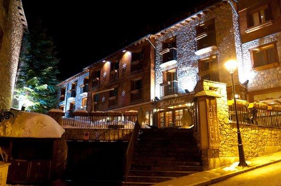 Hotel Soldeu Maistre: Вид на отель с главной улицы
