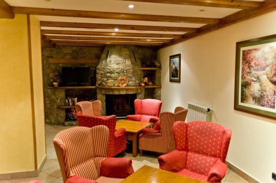 Hotel Soldeu Maistre: Камин