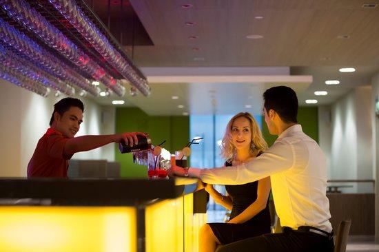 Novotel Abu Dhabi Al Bustan: Amber Bar