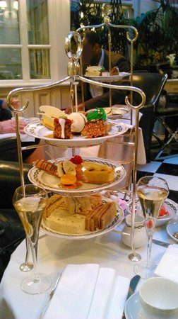 Afternoon Tea at The Milestone Hotel: Christmas afternoon tea in the Conservatory