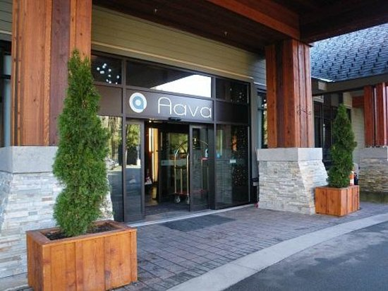 Aava Whistler Hotel: Hotel Entrance