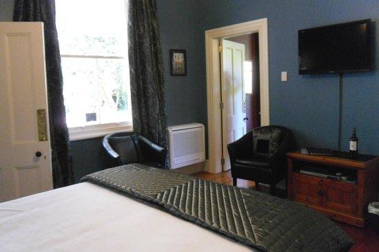 Lupton Lodge: Blue room