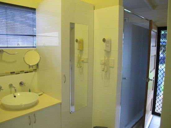 Bay Village Resort & Spa Dunsborough: Laundry/shower/toilet space