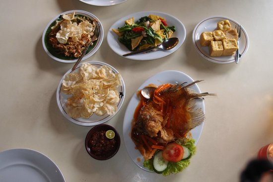 Sindang Reret Hotel and Restaurant : Dishes at Sindang Reret Restaurant, Cikole