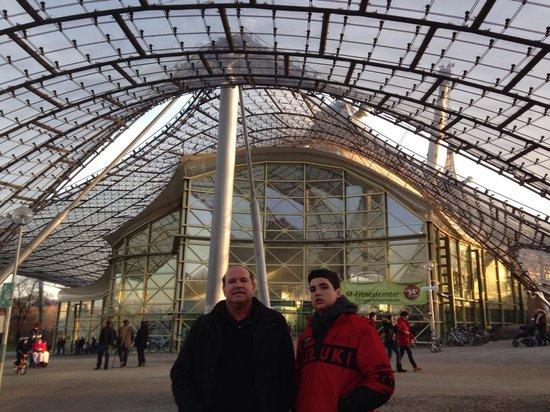 Olympiapark: Mesmo no frio, a movimentação era intensa!
