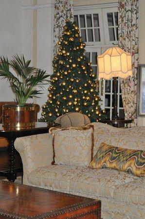 The Victoria Falls Hotel: холл