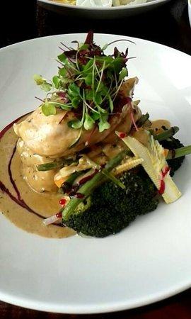 The Hollybush Inn : Chicken with pepercorn sauce