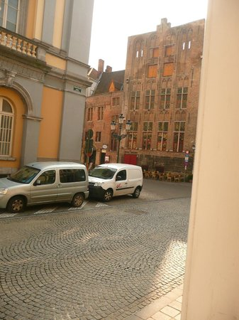 Hans Memling Hotel: view from ground floor rooms