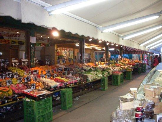 Vienna Naschmarkt : Obst und Gemüsestand