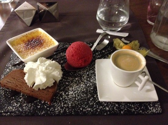 Auberge de Conde: Cafe gourmand plate