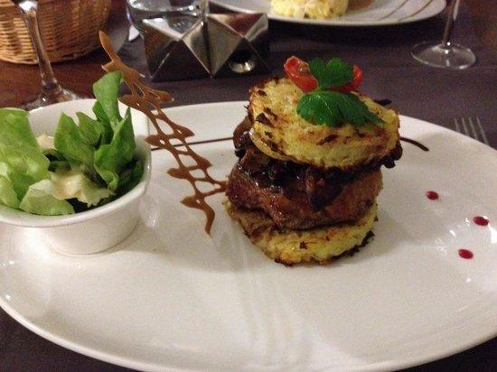 Auberge de Conde: Canard foie gras stack. Delicious.