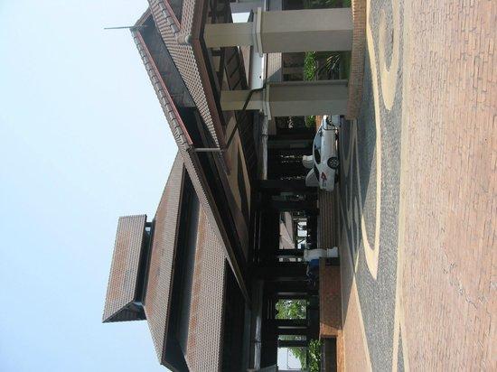 Le Meridien Chiang Rai Resort: Entrance portico