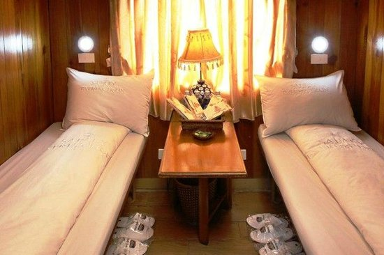Tram Ton Pass: Sapa Train Cabin Soft Sleeper with 4 beds