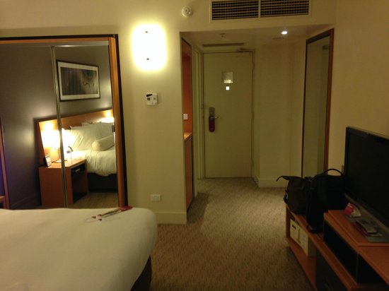 Crowne Plaza Melbourne: view from the room to the entrance