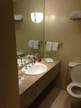 Crowne Plaza Melbourne: bathroom
