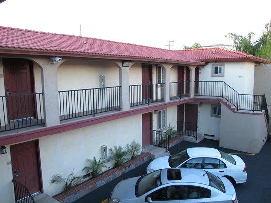 Econo Lodge Long Beach : le motel est sur deux niveaux