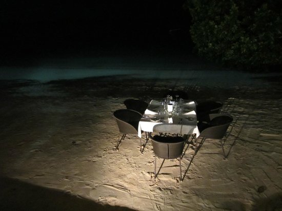 Barrier Beach Resort : Special birthday dinner on the beach