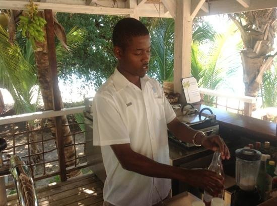 Cocobay Resort : Davern inventing cocktails