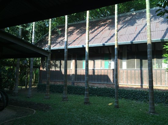 Baan Hom Samunphrai: Steam bath building