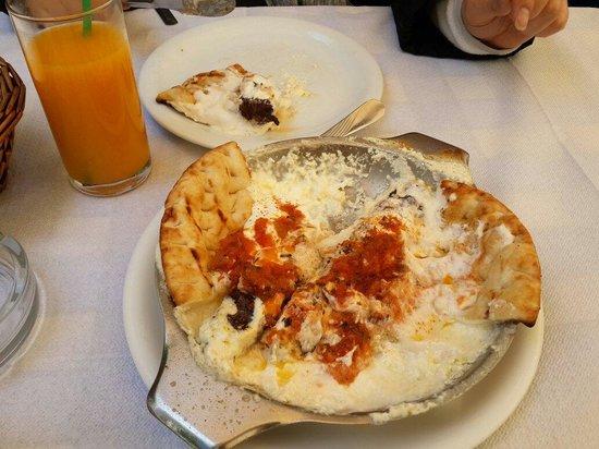 Ithaki: Kebab in yoghurt sauce