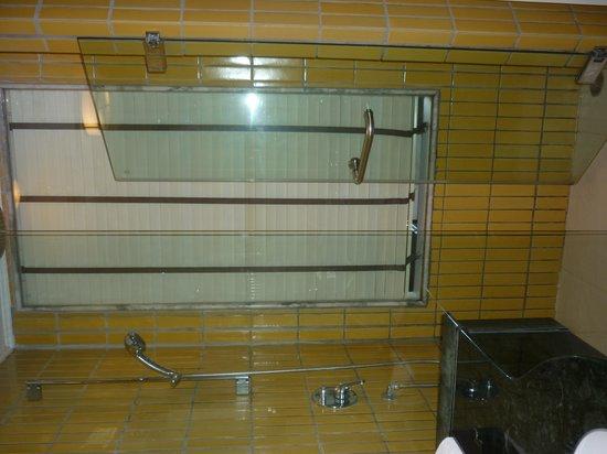 Centara Grand Beach Resort Samui : Bathroom