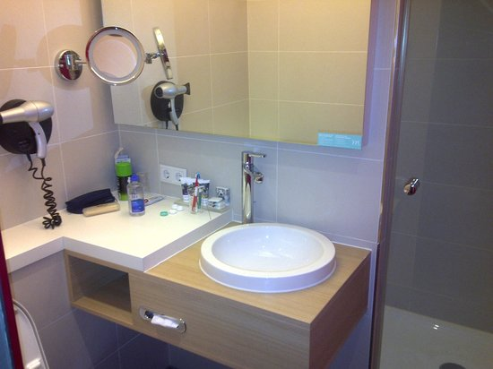Mercure Hotel Amsterdam City: View of Bathroom