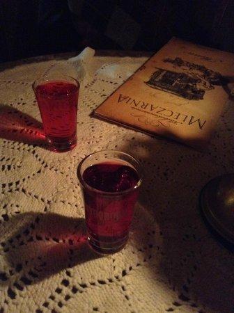 Mleczarnia: Shots de vodka cranberry