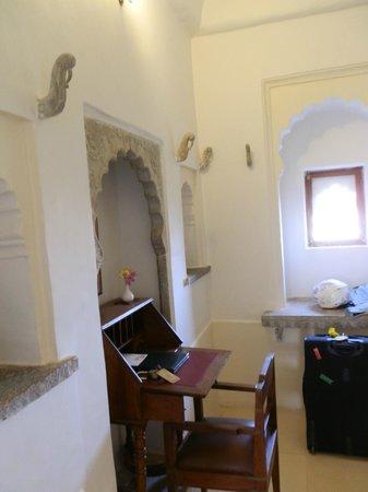 Castle Bijaipur : Desk area entry room