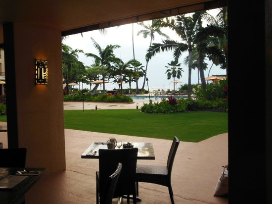 Courtyard Kaua'i at Coconut Beach : From the dining room to courtyard & beach beyond