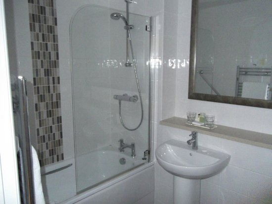 Warner Leisure Hotels Bodelwyddan Castle Historic Hotel : spotlessly clean bathroom
