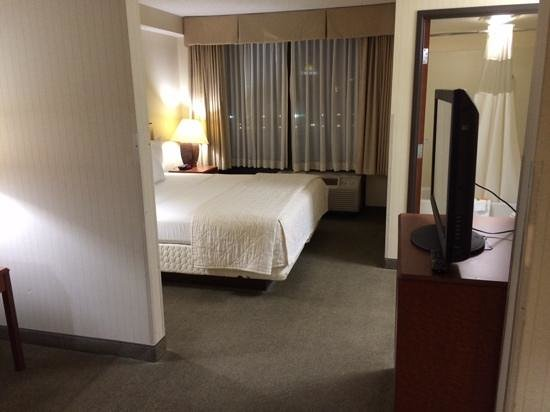 La Quinta Inn & Suites Newark - Elkton : large room