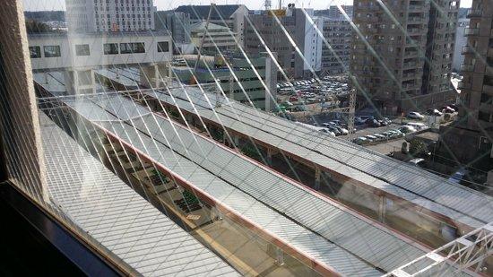 Mercure Hotel Narita: 京成成田駅のホームが見えます