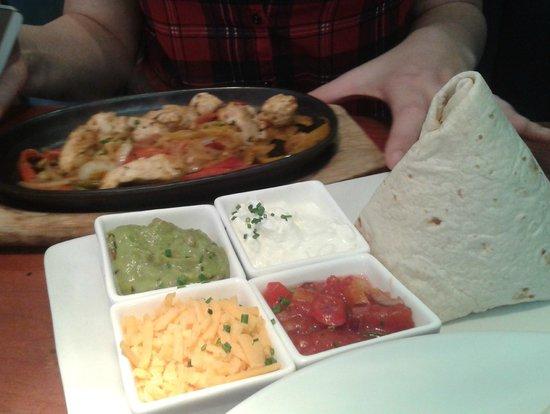 Candy Kitchen and Bar: Chicken fajita will all the accompaniments